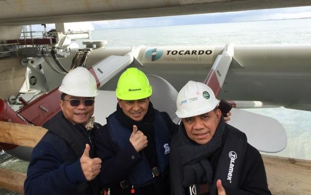 Gubernur NTT (Frans Leburaya) dan Kadis PU Provinsi NTT (Andre Koreh) saat tiba di Amsterdam untuk MoU Jembatan Palmerah