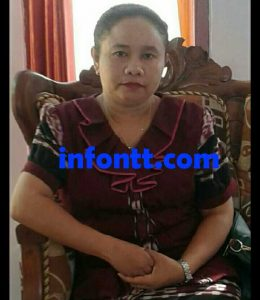 Dina Tnunay, Kepala Sekolah SMP Negeri 1 Amarasi Timur