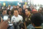 gubernur NTT saat diwawancarai usai panen garam di Sabu Raijua