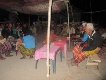 Dua orang Atuta'-Abha'et (pelayan/pengantar oko'mama')