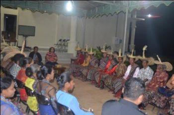 sumber foto: nttone.com Masyarakat Serubeba dan para maneleo