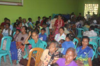 suasana di dalam Balai desa Nekmese'