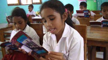 siswa membaca sebagai pintu masuk ke dunia pengetahuan