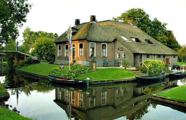 Desa_Giethoorn_Overijssel_Belanda