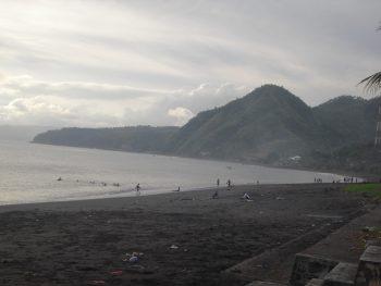 Pantai Teluk Ende di sore hari