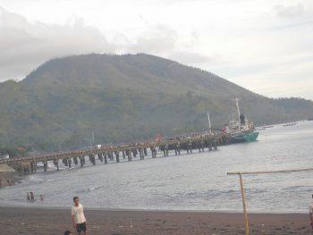 Dermaga di Teluk Ende