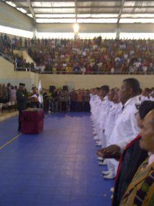 acara pelantikan kepala desa di GOR Nekamese, Kabupaten Timor Tengah Selatan, kamis (30/6)
