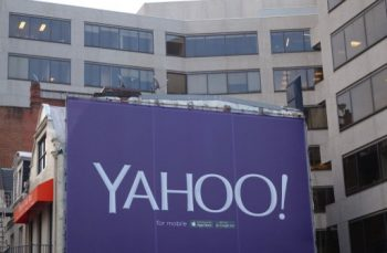 A billboard for the technology company Yahoo is seen August 5, 2015 in Washington, DC. Yahoo is globally known for its Web portal, search engine, Yahoo! Search, and related services including Yahoo Directory and Yahoo Mail.  AFP PHOTO / KAREN BLEIER / AFP PHOTO / KAREN BLEIER