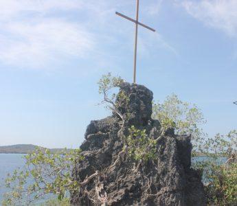 Salib di atas baru sebagai tanda dan titik awal Injil di Fiulain oleh Foe Mboera